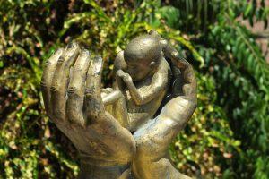 הפלה- למה אסורה ביהדות ומה קורה אם נגרמת עקב רשלנות