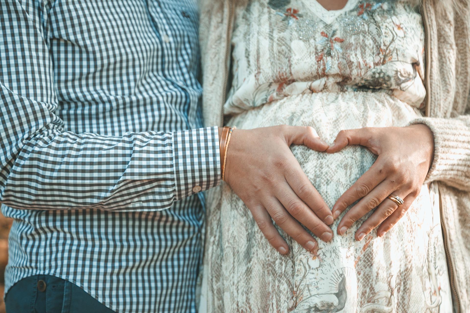 צילומי היריון להריונית הדתייה: איך עושים את זה?